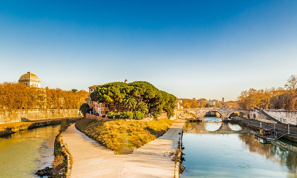 """Curious stories and places - The """"boat"""" of Esculapio - Tiber Island"""