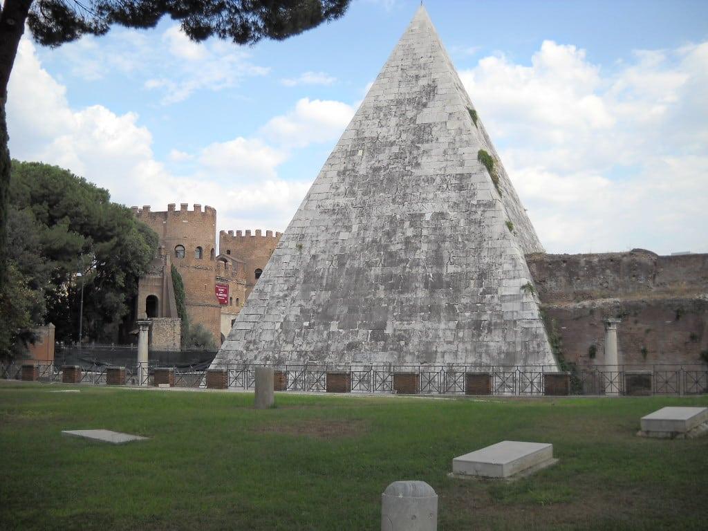 Roma_Testaccio_Piramide_cestia_1